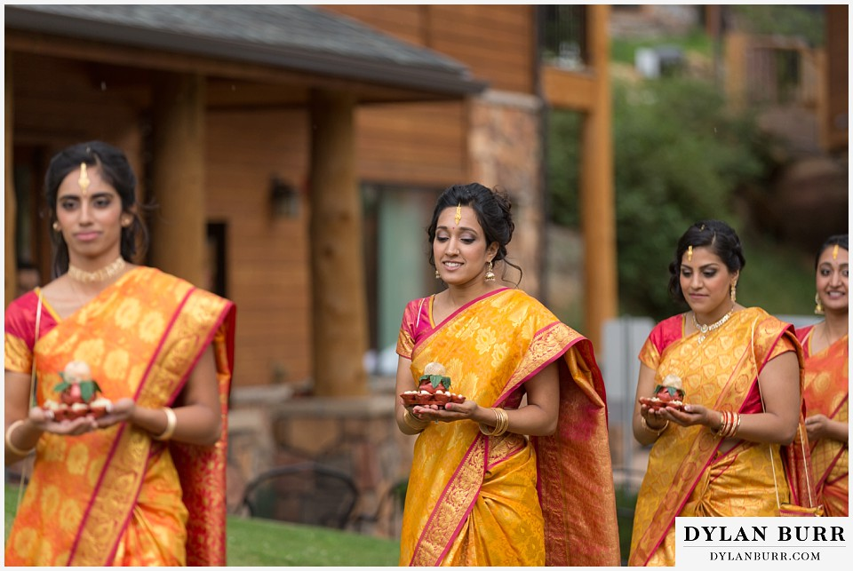 black canyon inn hindu wedding bridesmaids entering
