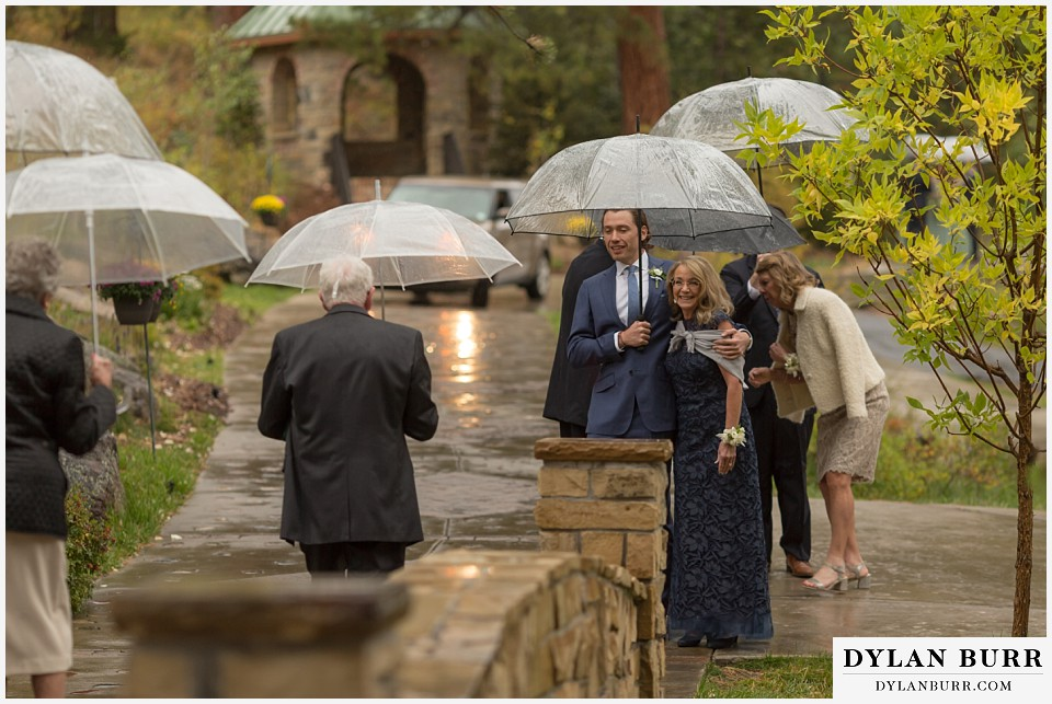 della terra wedding estes park colorado mountain wedding family with umbrellas