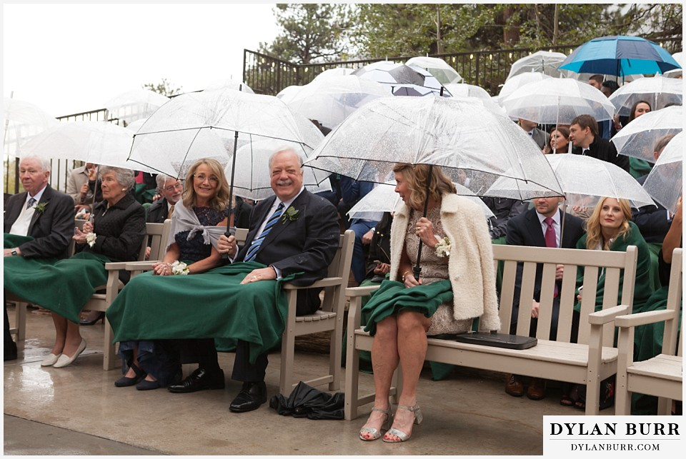 della terra wedding estes park colorado mountain wedding mom covered from rain during ceremony