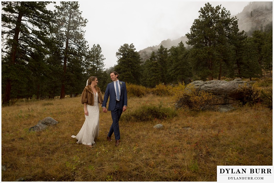 della terra wedding estes park colorado mountain wedding in fall with fog rolling in
