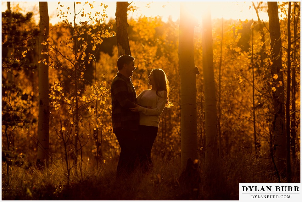 how to prepare for my engagement session couple in incredible sunset