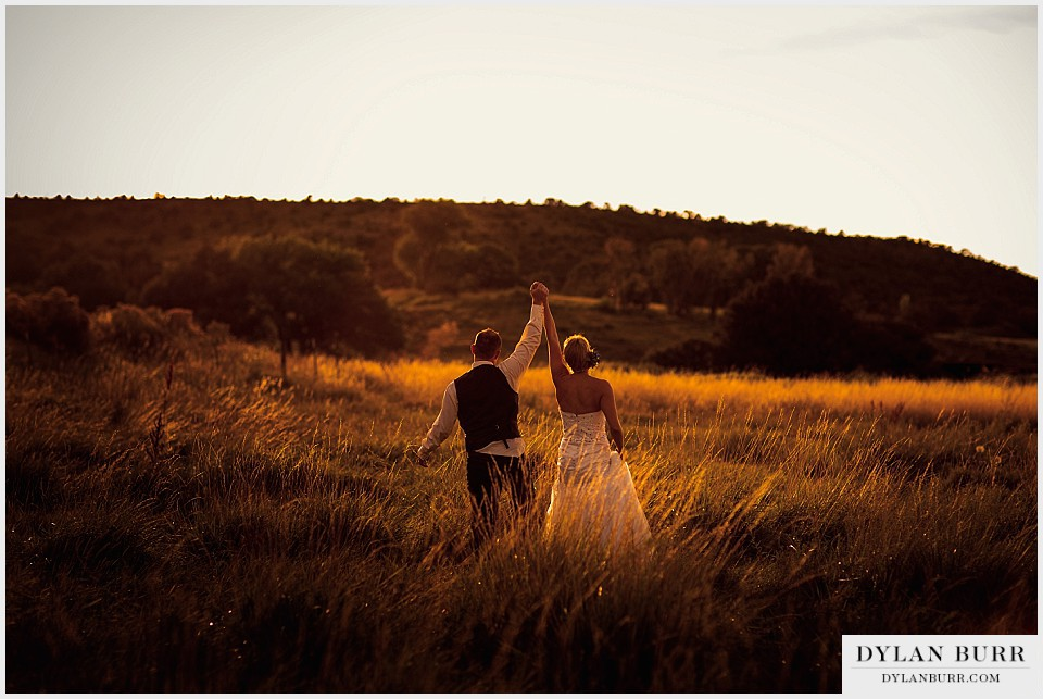 outdoor colorado sunset wedding photos portraits celebrate montrose co