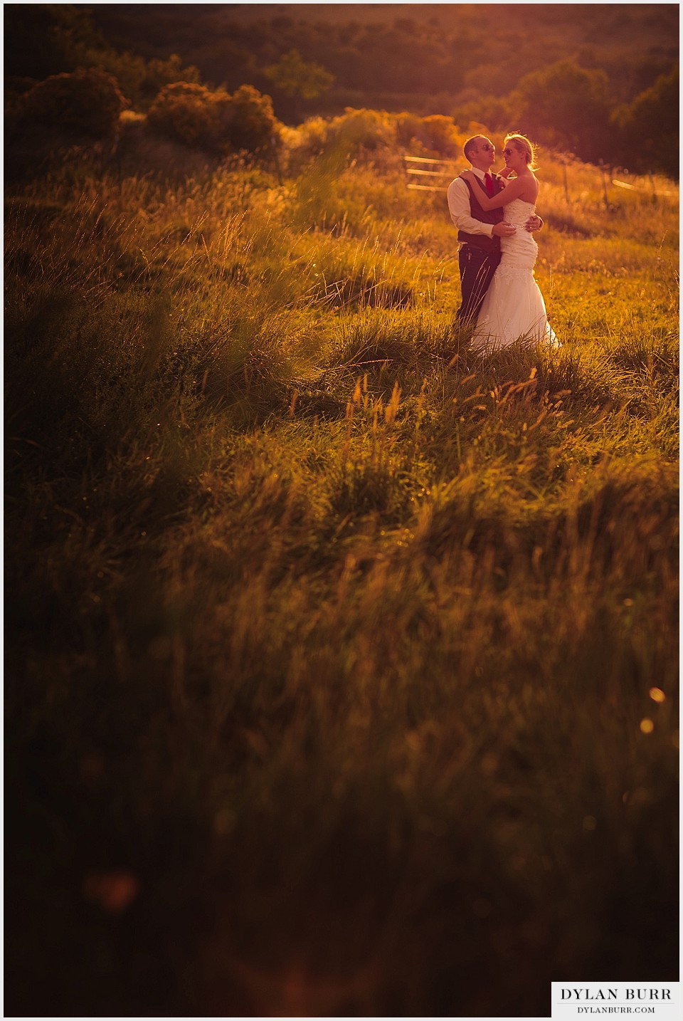 outdoor colorado wedding sunset photos bride groom